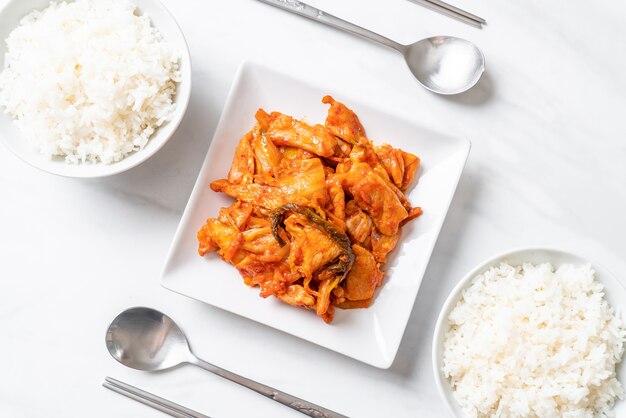 돼지 고기 김치 볶음-한국식 프리미엄 사진