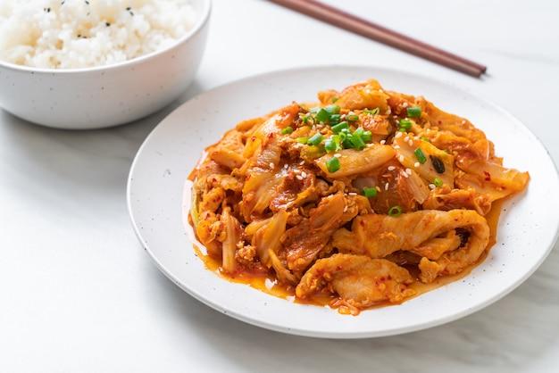 Stir-fried pork with kimchi Premium Photo