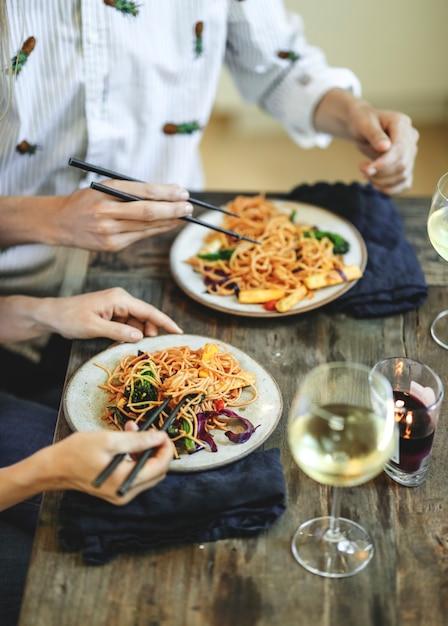 Stir fried spaghetti with organic vegetables Free Photo