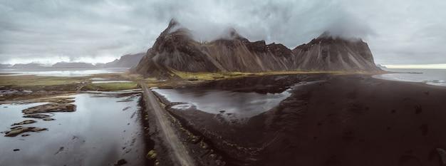 Панорамный вид stokksens в исландии Premium Фотографии