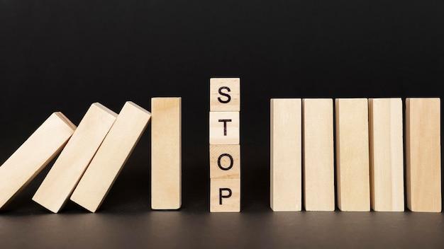 Стоп слово на деревянных кубиках Бесплатные Фотографии