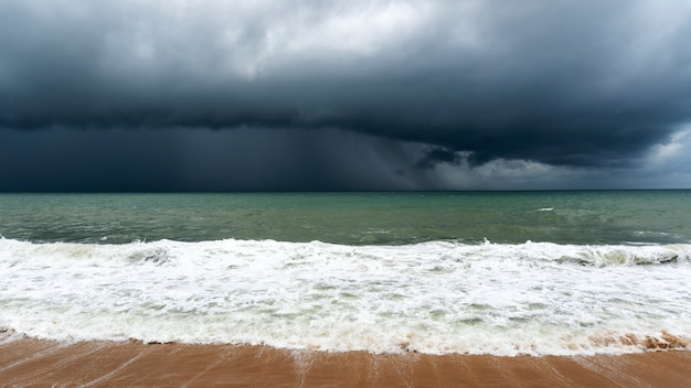Storm clouds over sea in bad weather day Premium Photo