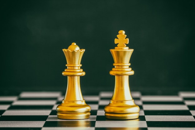 Strategy chess battle intelligence challenge game. chess business leader and success idea. Premium Photo