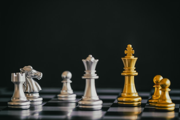 Strategy chess battle intelligence challenge game on chessboard Premium Photo