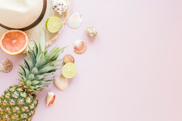 Straw hat with exotic fruits and shells Free Photo