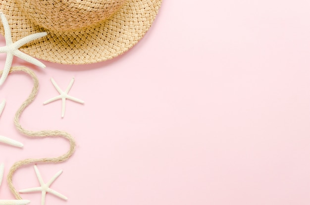 Straw hat with sea stars on table Free Photo
