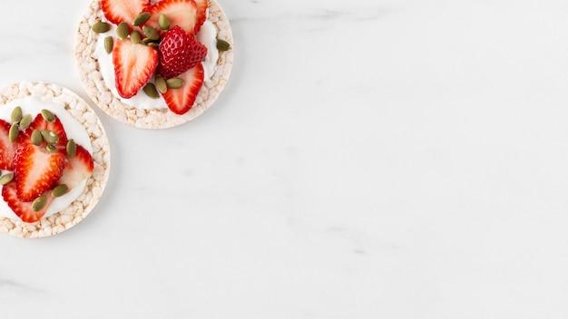 Fragole frutta snack copia spazio Foto Gratuite