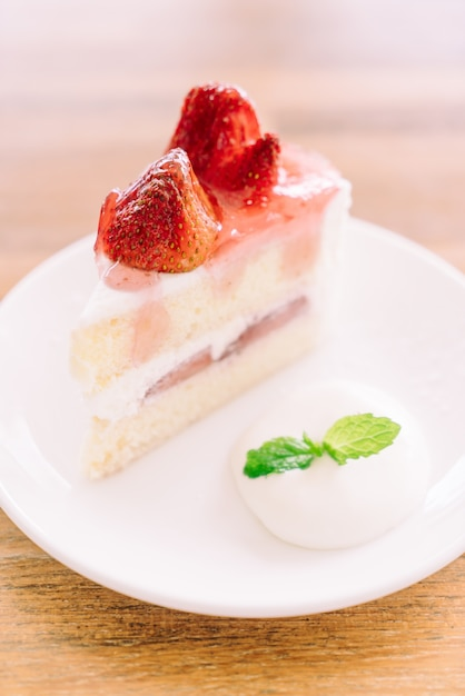 Strawberry Cake Images Download : Strawberry cream cake Photo Free Download