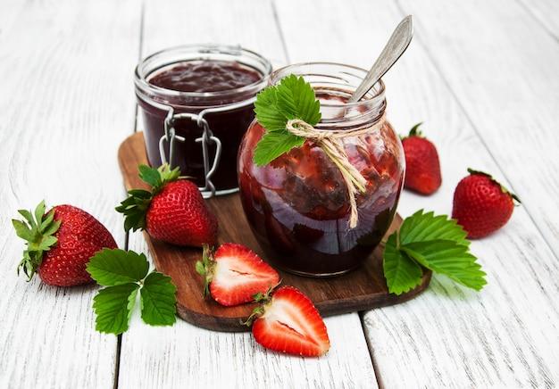 Strawberry jam and fresh strawberries Premium Photo