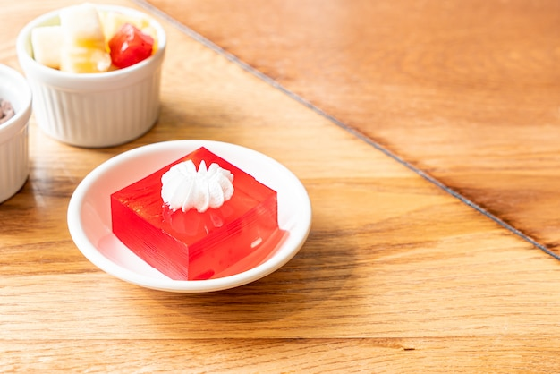 Strawberry jelly with white cream Premium Photo