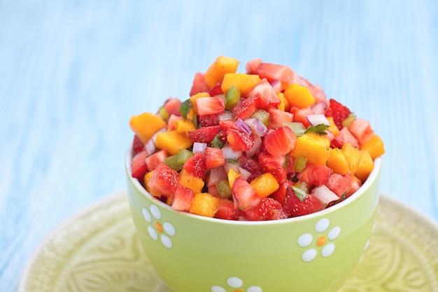 Strawberry mango salsa Premium Photo