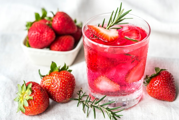 Strawberry rosemary infused water recipe Free Photo