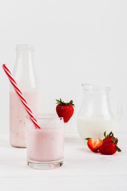 Strawberry shake in glass Free Photo