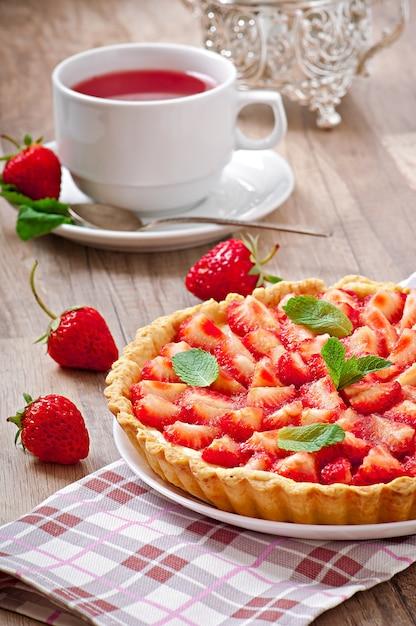 Strawberry tart with custard Free Photo