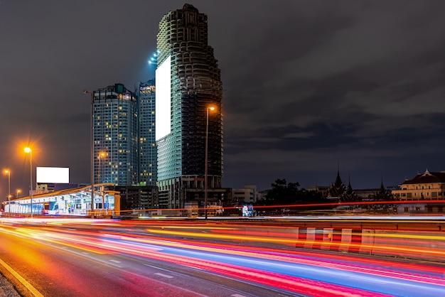Street traffic city at night Premium Photo
