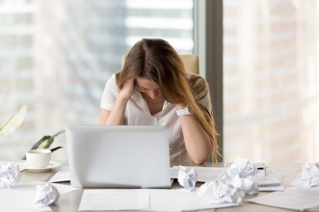 Stressed female entrepreneur in creativity crisis Free Photo
