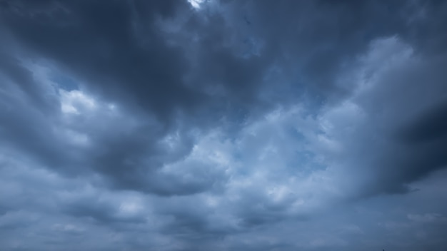 Strom & rainy cloud sky Premium Photo