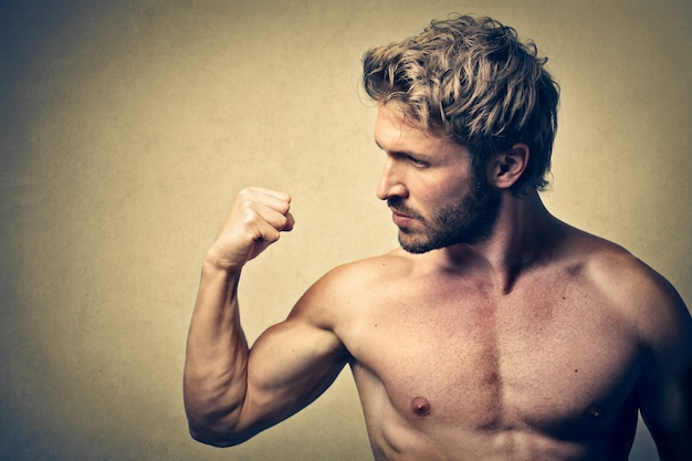 Strong muscled man Premium Photo