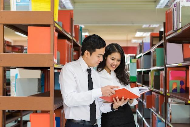 Student couple Premium Photo