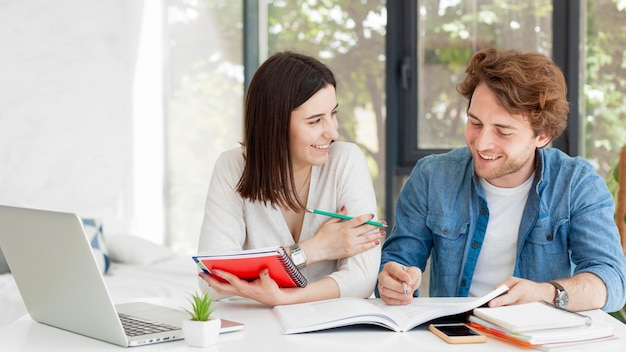 Student and tutor at home concept Premium Photo