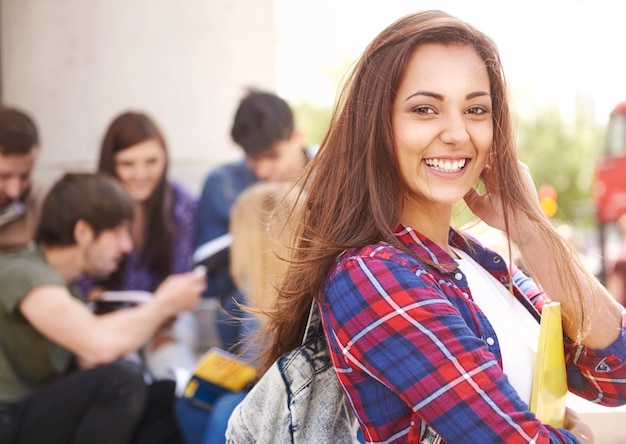 Студент ждет своих занятий Бесплатные Фотографии