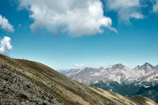 프렌치 리비에라의 산등성이의 멋진 풍경 무료 사진