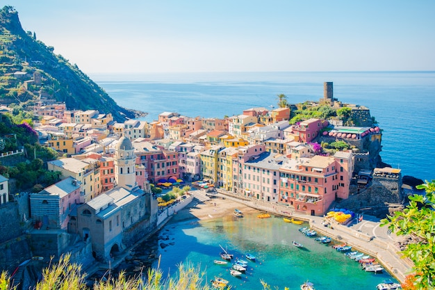 Stunning view of the beautiful and cozy village of vernazza in the cinque terre reserve Premium Photo