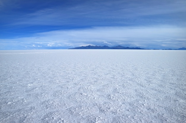 Stunning view of the world's largest salts flat, salar de uyuni in potosi of bolivia Premium Photo