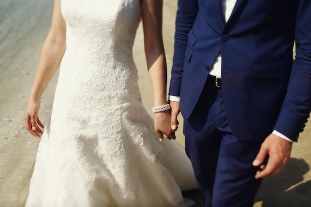 Stylish beautiful couple of happy newlyweds on a walk in san diego on their wedding day Free Photo