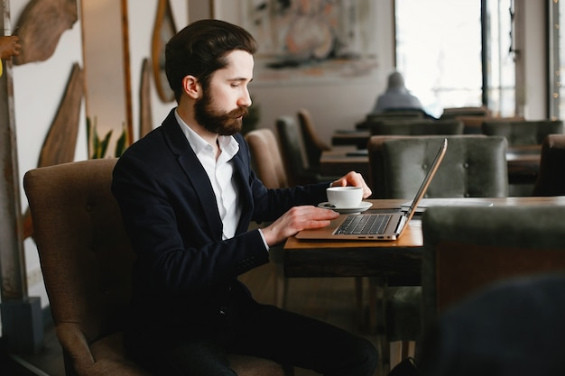 Stylish businessman working in a office Free Photo