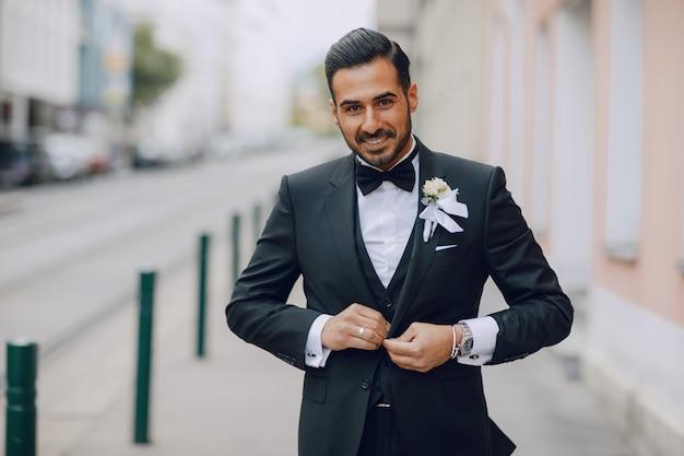 Stylish groom Free Photo