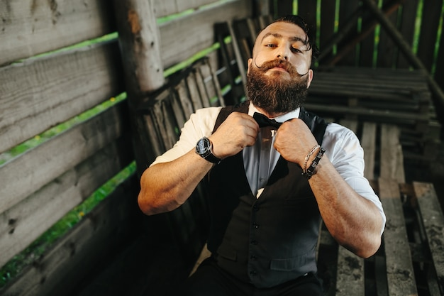 Stylish man placing his bow tie Free Photo
