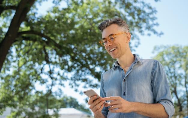 Stylish mature man using mobile app for online shopping Premium Photo