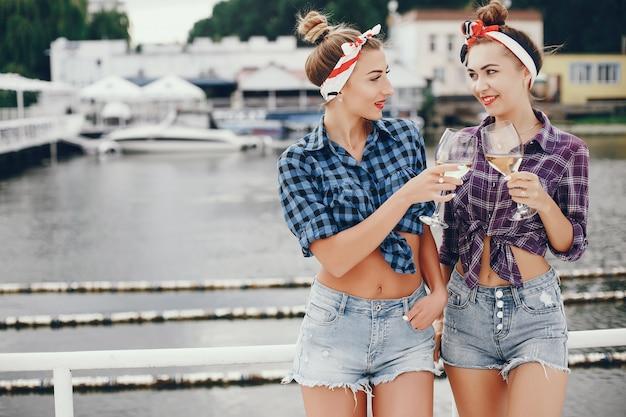 Stylish pin up girls with the vine Free Photo