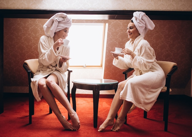 The stylish sisters drinking coffee in the morning Free Photo