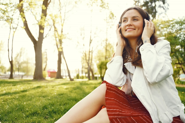 Stylish woman spending time in a spring park Free Photo