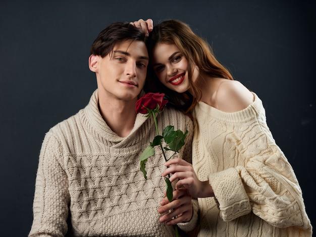 세련 된 젊은 부부 남자와 여자, 모델의 커플 프리미엄 사진