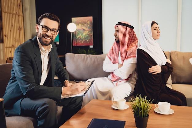 Successful psychologist accepts married couple Premium Photo
