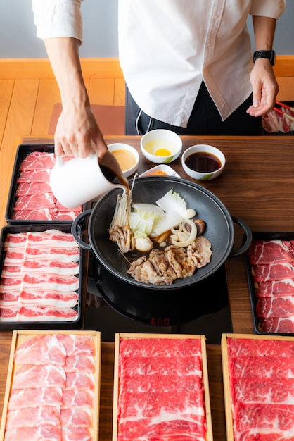 Sukiyaki cooking Premium Photo