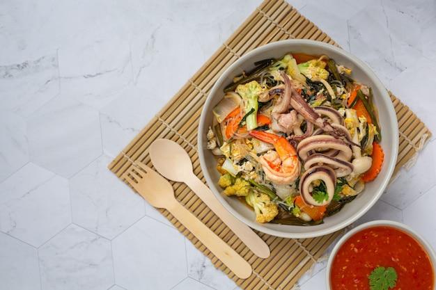 Sukiyaki seafood served with suki spicy sauce Free Photo