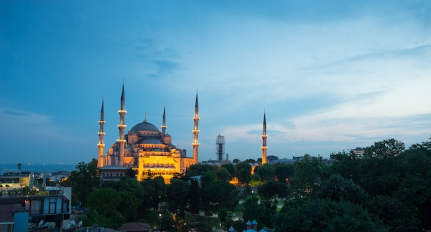 Sultanahmet, blue mosque & hagia sophia, istanbul, turkey Premium Photo