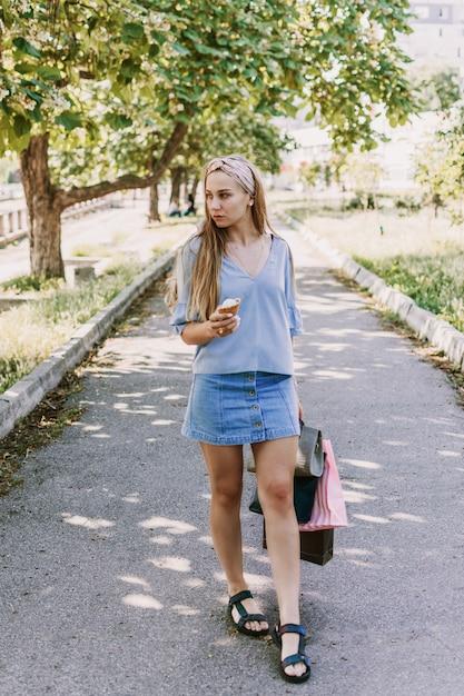 Summer city lifestyle girl portrait Premium Photo