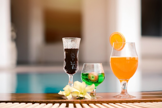 Summer cocktail glasses on the pool background Premium Photo
