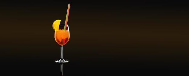オレンジスライスと夏のカクテル Premium写真