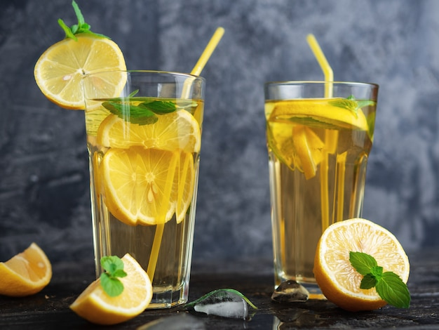 Summer cold homemade mojito tea with mint and lemon and ice Premium Photo