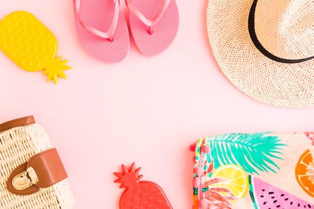 ピンクの背景に夏の組成 無料写真
