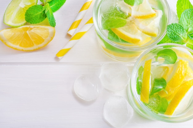 Summer drink mojito with lime, lemon and mint, with ice cubes Premium Photo
