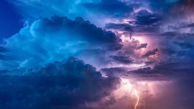 Summer thunderstorms Premium Photo