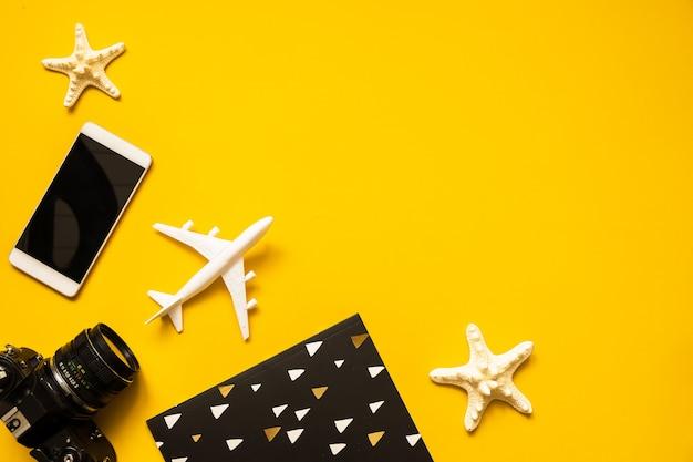 Summer traveler accessories flat lay. Premium Photo