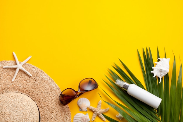 Summer vacation concept flat lay. beach accessories top view Premium Photo